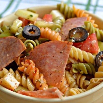 Ensalada de Pasta con Salami, Queso Mozarella y Aderezo italiano Casero