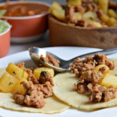Tacos de Papa con Chorizo y Salsa roja casera!