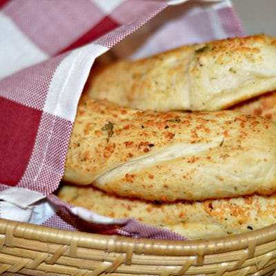 Easy Weeknight Breadsticks Recipe