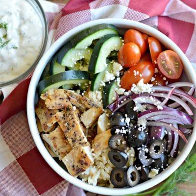 Tazon de Ensalada Griega y Salsa Tzatziki