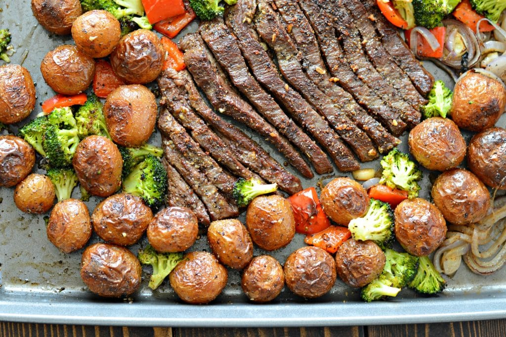 Sheet Pan Flank Steak with Garlic Roasted Potatoes, aside from being delicious, is perfect if you want to keep your kitchen clean. All you will have to clean up is a knife and sheet pan! Keep reading to find out how to make it.