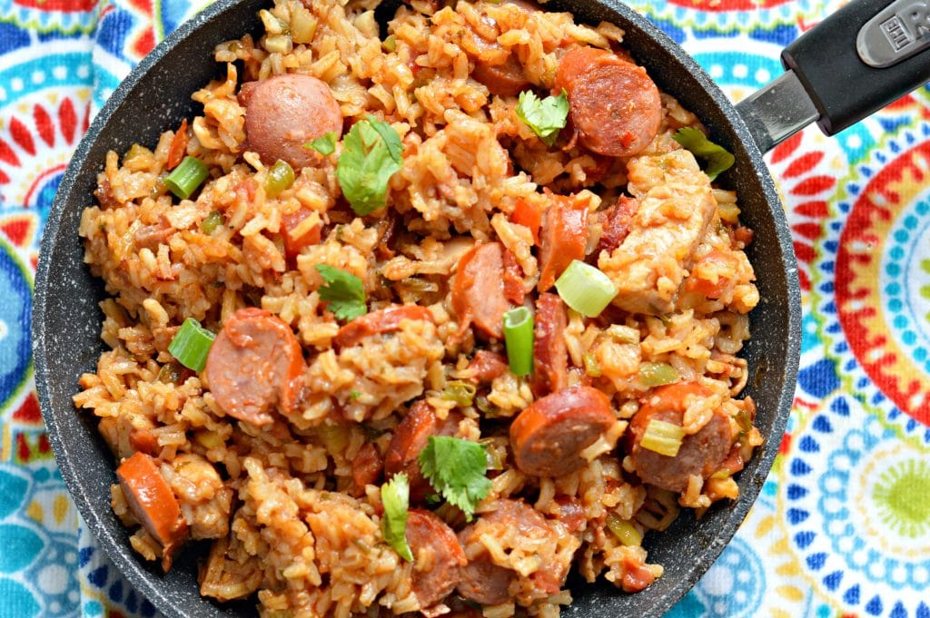 30 minute homemade jambalaya recipe my latina table this 30 minute jambalaya recipe has just the right amount of heat and is perfect for feeding a large crowd forumfinder Gallery