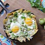 Estos Chilaquiles Verdes ademas de ser un desayuno completo y muy rico son tambien una nueva forma de cambiar las frituras por alimentos sin grasa, Te invito a que los pruebes!