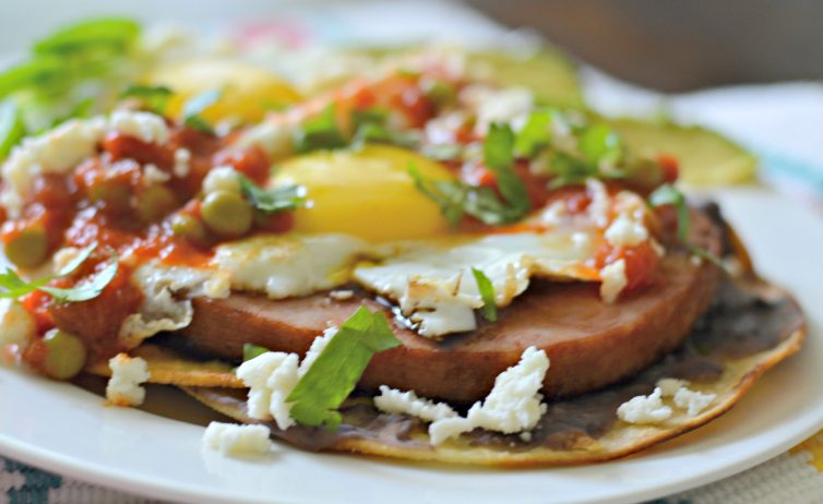 Huevos Motulenos close-up