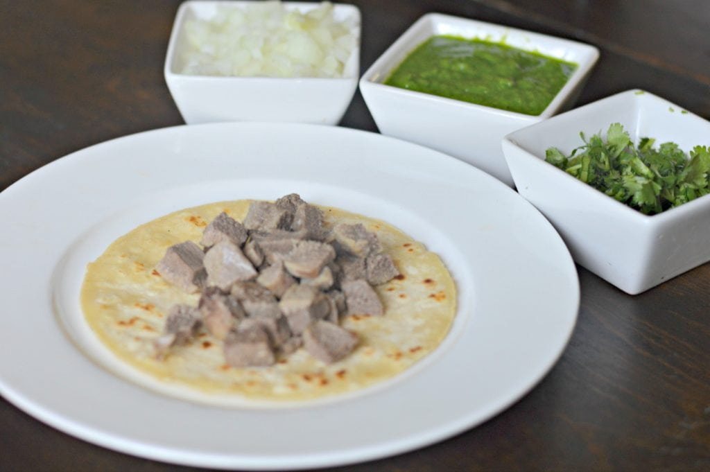 tacos de lengua making