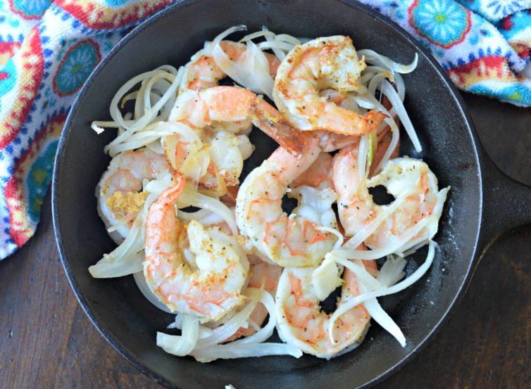 camarones a la diabla Spicy Mexican Shrimp cooking the shrimp