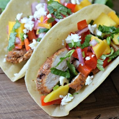 Tacos de Pollo al estilo Jerk con Salsa de Mango