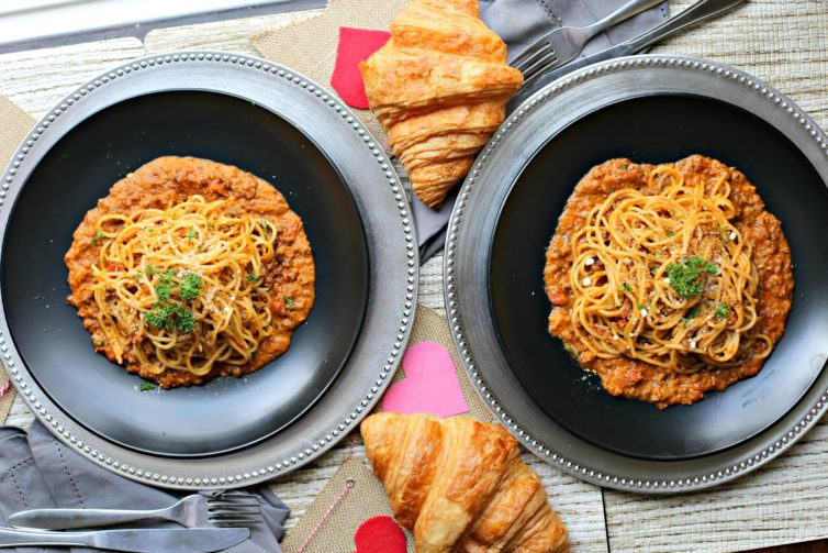 bolognese spaghetti with croissants